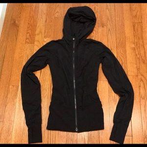 Lululemon black zip up hoodie size 0 but no tag